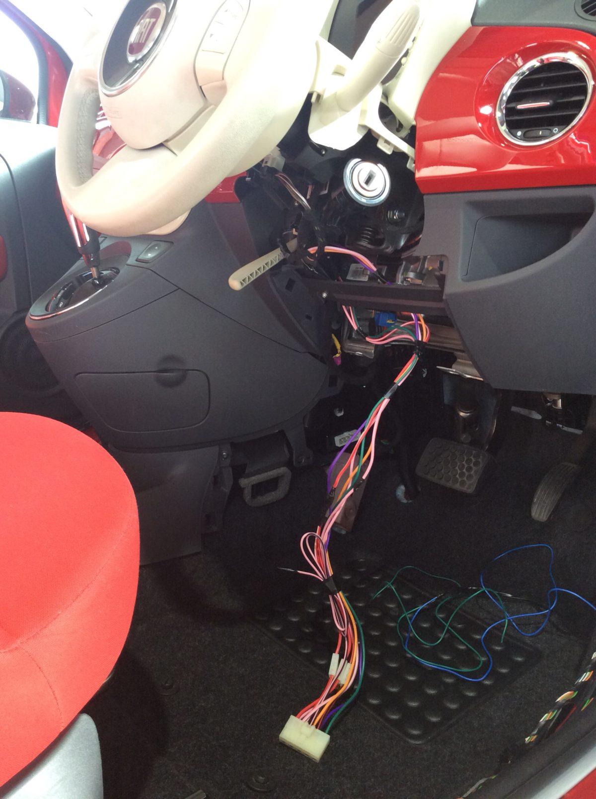 FIAT500 エンジンスターター取付